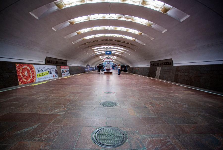 фото Коронавирус убивает рынок наружной рекламы: баннеры исчезли с улиц и метро Новосибирска 3