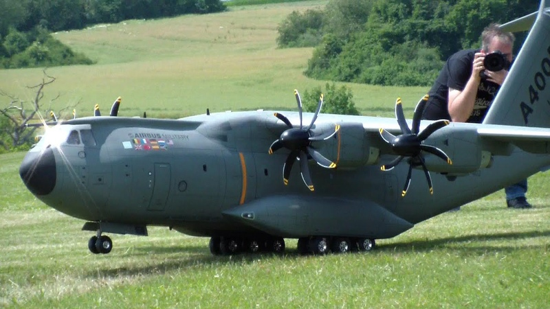 AIRBUS A400M ATLAS SCALE RC MODEL SPECIAL EJECT PARACHUT JUMPER OUT THE AIRPLANE CURVED PROPS