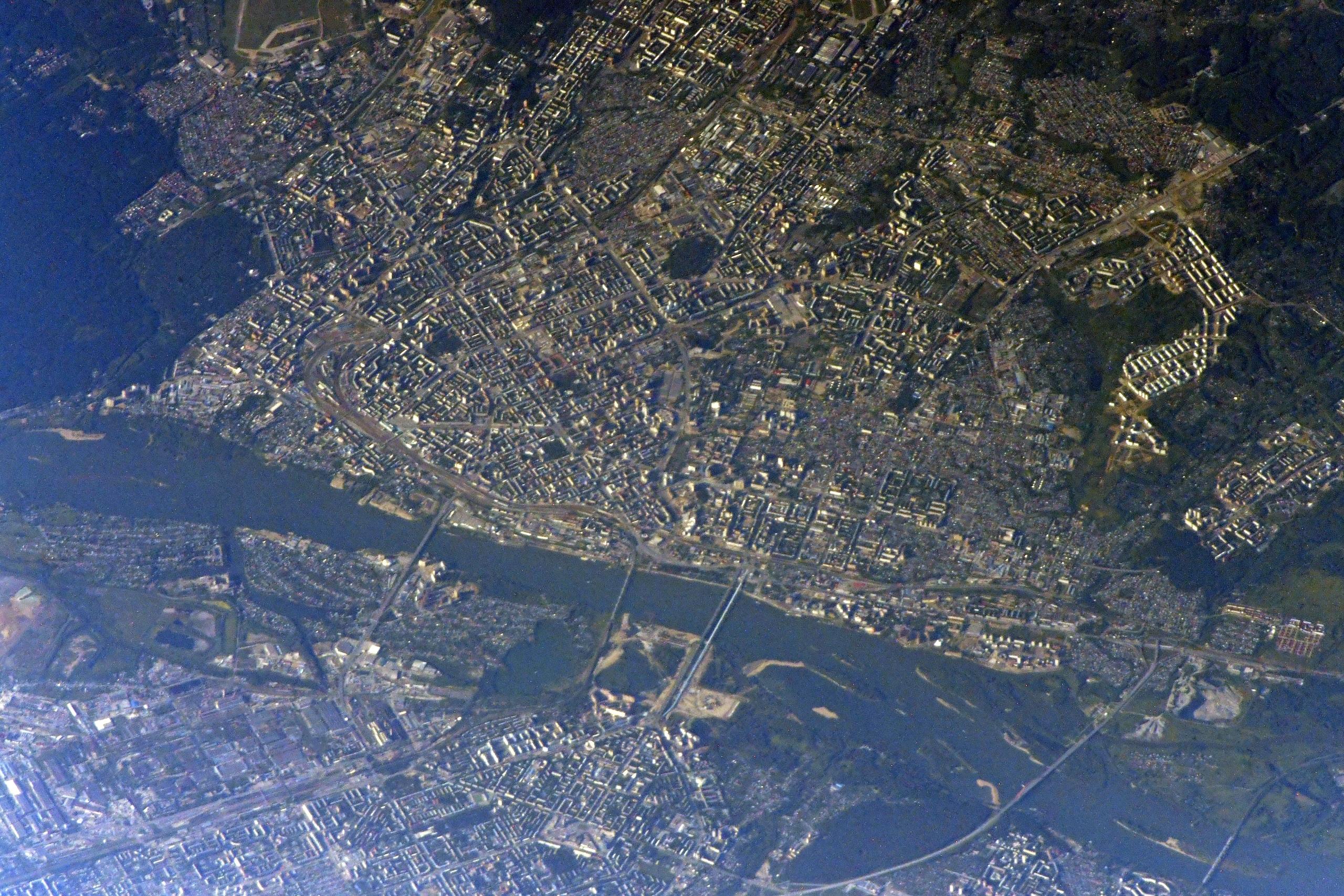 расположен картинки которые видны из космоса сообщают