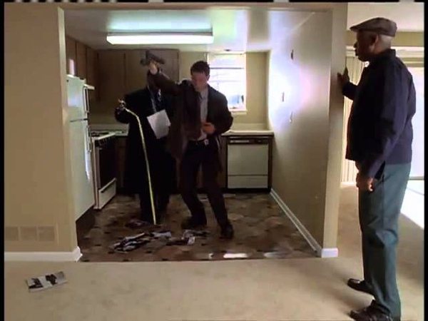 The Wire Jimmy and Bunk discuss a crime scene
