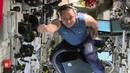 Жёсткие приколы на МКС космонавты летают на пылесосе. Приколы в космосе.