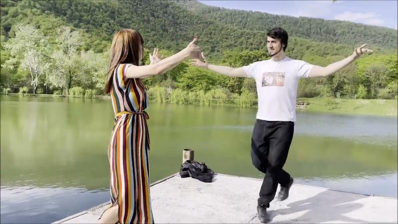 Новая Чеченская Песня 2021 Девушка Танцует Очень Клево Тренд Лезгинка ALISHKA Сийна Хаза Б1аьргаш