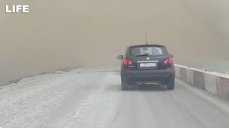 Трассу в Курганской области окутало дымом и пеплом
