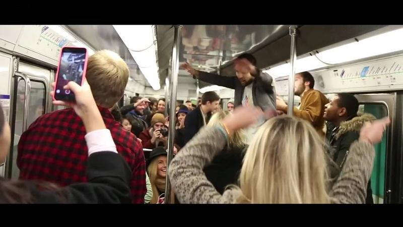 BUZZ Il fait danser les voyageurs dans le métro
